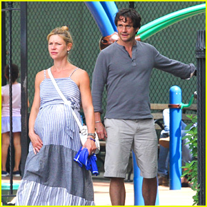 Pregnant Claire Danes & Husband Hugh Dancy Spend a Day Out in NYC!