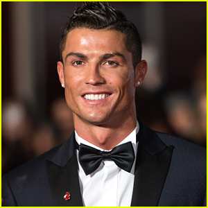 Cristiano Ronaldo Poses with All Four Kids in Sweet Family Photo!