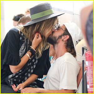 Heidi Klum & Tom Kaulitz Pack on the PDA While Awaiting Their Plane in Italy!
