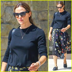 Jennifer Garner Spends Her Sunday at Church in LA
