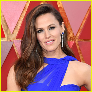 Jennifer Garner & Her Daughter Violet Had to Be Rescued While Kayaking in Sweden!