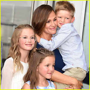 Jennifer Garner Poses with Her Three Kids at Walk of Fame Ceremony!