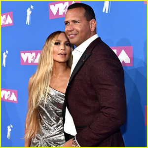 Jennifer Lopez & Alex Rodriguez Couple Up on the Red Carpet at MTV VMAs 2018!