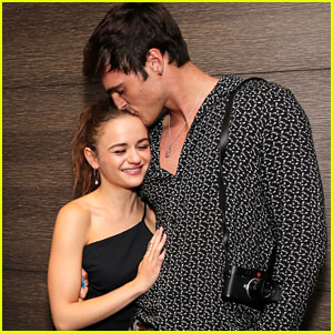Joey King Gets Support from Jacob Elordi at 'Slender Man' Screening!