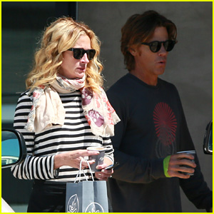 Julia Roberts & Husband Danny Moder Grab Coffee in Malibu!