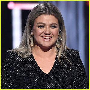 Kelly Clarkson Is Filming a Pilot for a Daytime Talk Show!