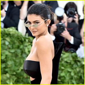 Kylie Jenner Dedicates 21st Birthday to Habitat for Humanity