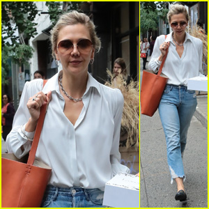 Maggie Gyllenhaal Goes on a Pastry Run in New York City!