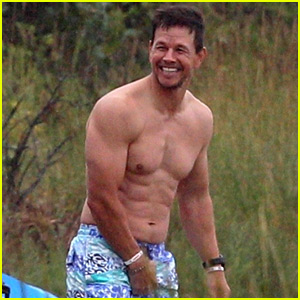 Mark Wahlberg Puts His Ripped Shirtless Body on Display!
