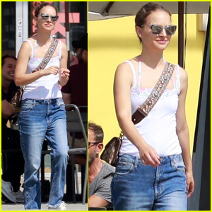 Natalie Portman Joins Her Family For An Afternoon Outing in LA!