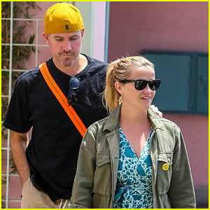 Reese Witherspoon & Husband Jim Toth Go on a Lunch Date!