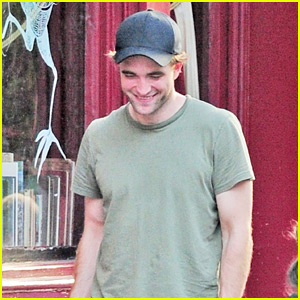 Robert Pattinson Hangs Out at the Pub with His Pals