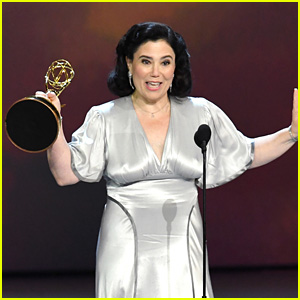 Alex Borstein Wins Best Supporting Actress in a Comedy Series at Emmy Awards 2018!