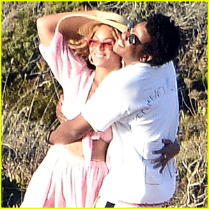 Beyonce & Jay-Z Look So Happy in These Cute Vacation Photos!