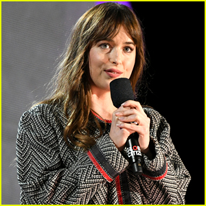 Dakota Johnson Gives Out Her Phone Number at Global Citizen Festival 2018 (VIDEO)