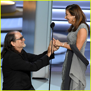 Emmy Winner Glenn Weiss Proposes to Girlfriend On Stage During Acceptance Speech (Video)