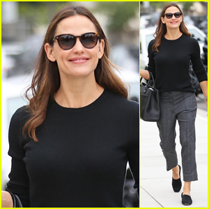 Jennifer Garner Is All Smiles While Heading to a Sunday Church Service!
