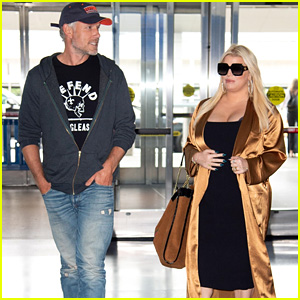Pregnant Jessica Simpson & Husband Eric Johnson Head Out of NYC