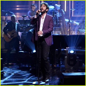 Josh Groban Performs 'River' Live on 'Tonight Show'!