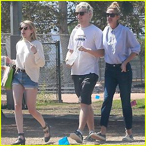 Julia Roberts Hangs With Niece Emma Roberts & Evan Peters Over Labor Day Weekend!