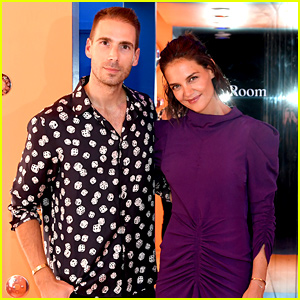 Katie Holmes Supports Simon Huck's 'A. Human' Opening!
