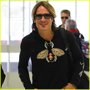 Keith Urban is All Smiles Jetting Out of Sydney!