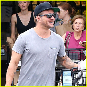Ryan Phillippe Stocks Up on Groceries for Labor Day