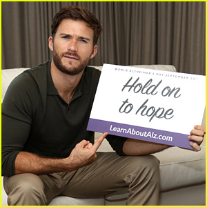 Scott Eastwood Shows His Support for World Alzheimer's Day