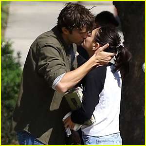 Ashton Kutcher & Mila Kunis Share a Passionate Kiss Before Parting Ways!