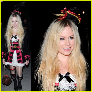 Avril Lavigne Is a Pretty Pirate for Just Jared's Halloween Party!