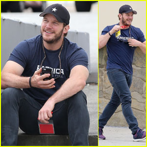 Chris Pratt Is All Smiles While Taking a Call in Los Angeles