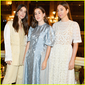 Haim Sisters Sit Front Row at Stella McCartney Paris Fashion Show!