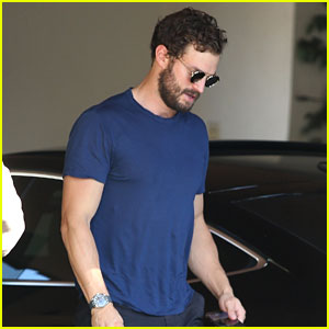 Jamie Dornan Muscles Up For Weekend Meeting