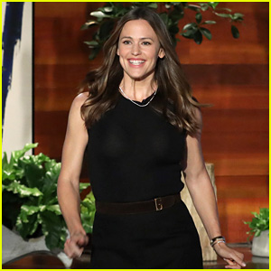 Jennifer Garner Chats About Her Chickens 'Hennifer' & 'Captain Hook' - Watch!