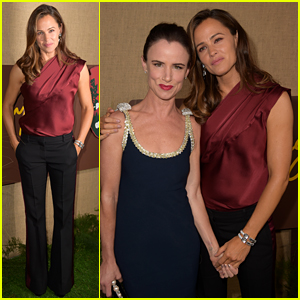 Jennifer Garner Joins Juliette Lewis & 'Camping' Cast at L.A. Premiere!