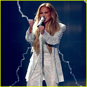 Jennifer Lopez Debuts New Song 'Limitless' at American Music Awards 2018 - Watch!