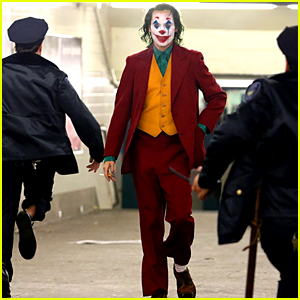 Joaquin Phoenix's Joker Casually Walks Through NYC Subway in Full Clown Makeup as Police Run By