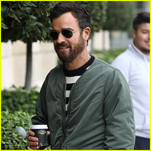 Justin Theroux Grabs a Coffee While on a Trip to Paris