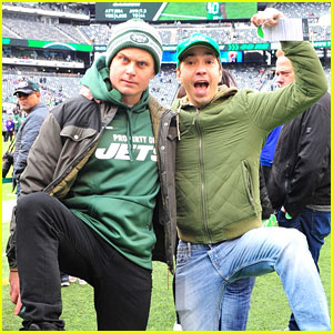 Justin Long & Billy Magnussen Team Up at New York Jets Football Game!
