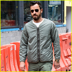 Justin Theroux Heads Out for a Stroll on a Crisp Fall Day in NYC!