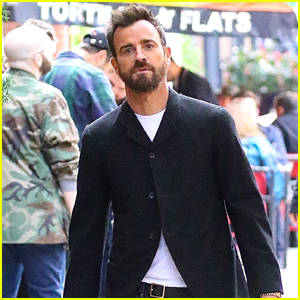 Justin Theroux Takes His Dog Kuma for a Walk in NYC