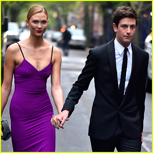 Karlie Kloss Joshua Kushner Are Married Joshua Kushner Karlie Kloss Wedding Just Jared I'm not going to sit here and negotiate with you. http www justjared com 2018 10 18 karlie kloss joshua kushner are married