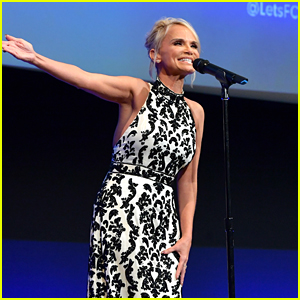 Kristin Chenoweth Gives Special Performance at F Cancer Gala