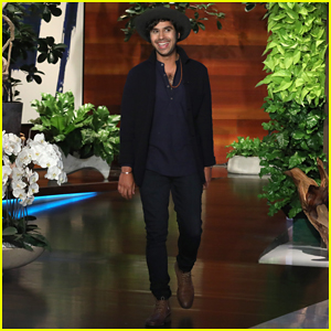 Kunal Nayyar Praises India For Passing Pro-LGBT Law on 'Ellen'!