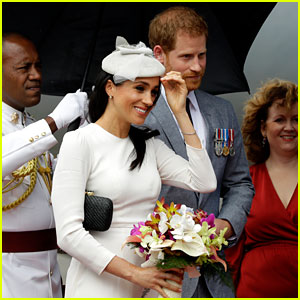 Pregnant Meghan Markle & Prince Harry Touch Down in Fiji!