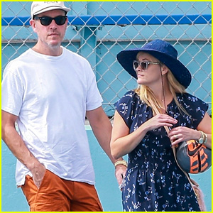 Reese Witherspoon & Jim Toth Take Their Son to Soccer Practice!