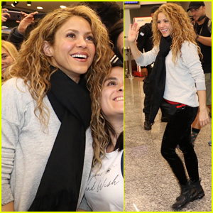 Shakira Greets Fans While Arriving in Argentina!