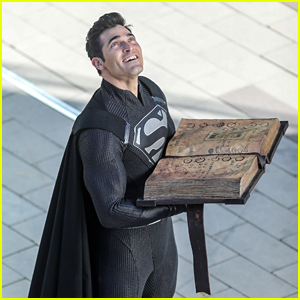 Tyler Hoechlin Wears Black Version of Superman Suit on Arrowverse 'Elseworlds' Crossover Set!