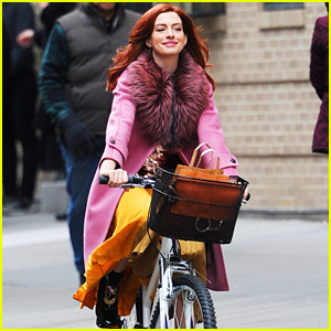 Anne Hathaway Is All Smiles on a Bike While Filming 'Modern Love' in NYC!
