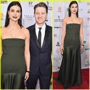 Ben McKenzie & Morena Baccarin Couple Up at International Emmy Awards
